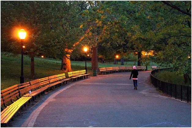 4 ways to walk safely at night
